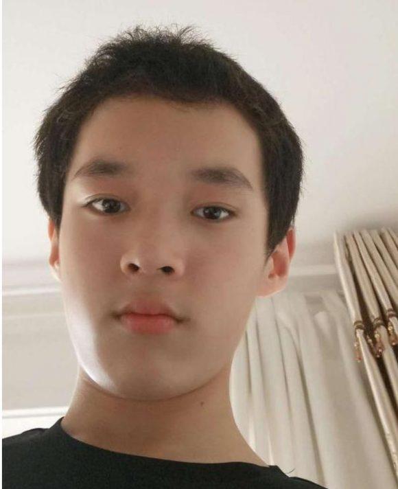 陕西西安14男孩王晓同离家出走,高1米7重120斤偏瘦,在校中学生