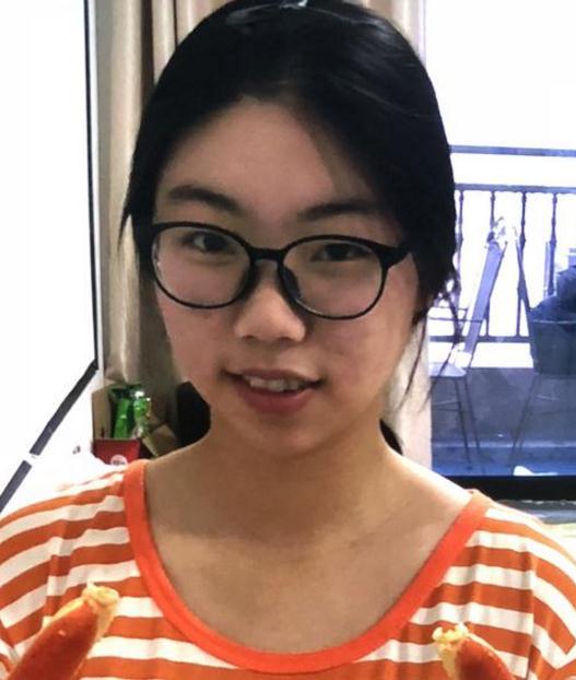 急寻:浙江温州女孩陈奕如离家出走失联,白色校服T恤,蓝色裤子,,背紫红色书包