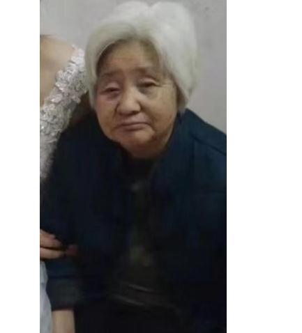河南寻人:南阳75岁老人患精神障碍走失,身高1米5左右 ,抱红色羽绒服 ,戴灰白色帽子