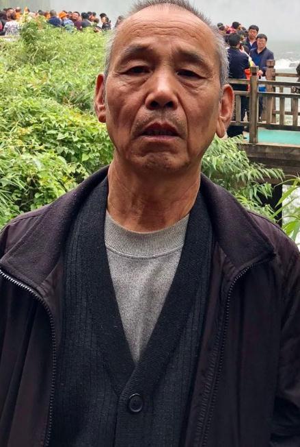寻找:陆合运  71岁 患抑郁症于西安长安区失联,军绿色棉衣,手拿紫色雨伞。